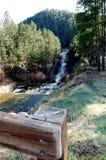 Na górze водопада за рельсом стоковая фотография rf