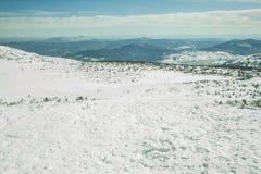 Na górze góry z chmurami Zdjęcia Royalty Free