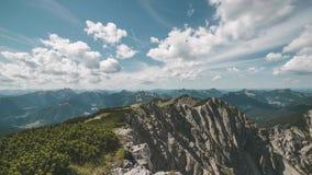 Na górze Niemieckiego halnego Hinteres Sonnwendjoch w Alps ogląda clou zbiory wideo