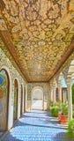 Na galeria coberta da mansão de Zinat Ol-Molk, Shiraz, Irã Fotografia de Stock
