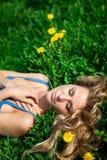 Na grama da mola Fotos de Stock Royalty Free