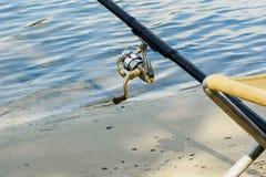 Na haste do rio com close-up de giro imagens de stock