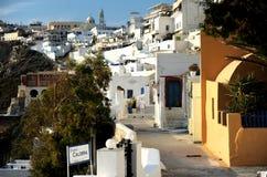 Na ilha da opinião da rua dos santorini Fotografia de Stock Royalty Free