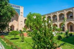 Na jarda de Kukeldash em Tashkent, Usbequistão Imagem de Stock