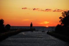 Na Jeziornym Charlevoix sosnowa Rzeczna Latarnia morska zdjęcia stock