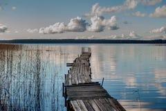 Na jeziorze łódkowaty dok Obrazy Royalty Free