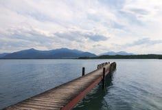 Na jeziorze drewniany molo Fotografia Stock