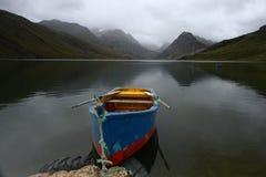 Na jeziorze rząd łódź Zdjęcia Stock