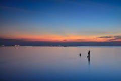 Na kleurrijke zonsondergang royalty-vrije stock afbeeldingen