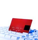 Na kredytowy klawiatury zakończeniu kredytowa karta Fotografia Stock