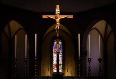 Na krzyżu jezusowy obwieszenie Fotografia Royalty Free