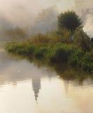 na ląd mgły jezioro Zdjęcia Royalty Free