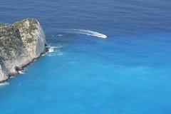 Na lazurowym morzu motorowa łódź Zdjęcie Stock