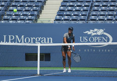 Na Li de champion de Grand Chelem pratique pour l'US Open 2013 chez Arthur Ashe Stadium chez Billie Jean King National Tennis Cent Images stock