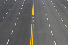 Na linha aberta fundo dos sinais de tráfego rodoviário Fotografia de Stock