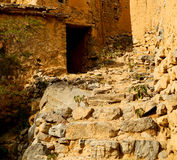 na montanha de oman a casa e o cl abandonados velhos do arco da vila Imagens de Stock