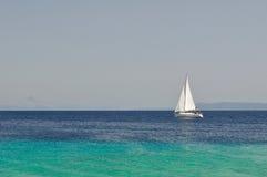 Na morzu biały łódź Fotografia Royalty Free