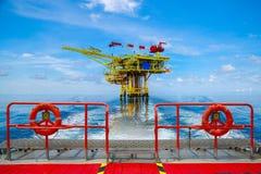 Na morzu budowy platforma dla produkci ropa i gaz Ropa i gaz przemysł i ciężka praca Produkci operacja i platforma Zdjęcie Royalty Free