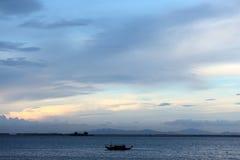 Na morzu mały statek Zdjęcie Royalty Free