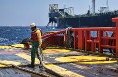 Na morzu naczynie załoga pracuje na pokładzie Zdjęcie Royalty Free