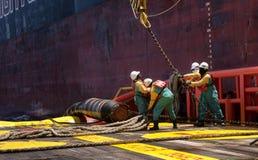Na morzu naczynie załoga pracuje na pokładzie Fotografia Stock