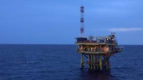 Na morzu produkci platforma w morzu dla ropa i gaz produkci zdjęcie wideo
