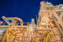 Na morzu ropa i gaz przemysł w słońce secie obraz stock