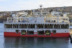 Na morzu ropa i gaz sejsmiczny naczynie zdjęcia royalty free