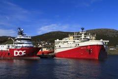 Na morzu ropa i gaz sejsmiczny naczynie fotografia stock