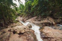 Na Muang瀑布,酸值苏梅岛,泰国 免版税库存图片
