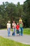Na naturze szczęśliwa rodzina fotografia royalty free