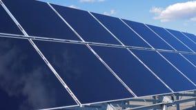 Na otwartym powietrzu słoneczny gospodarstwo rolne Panel Słoneczny Zbiera słońca światło zbiory wideo