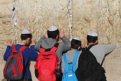 Na parede lamentando em Jerusalem Fotos de Stock Royalty Free