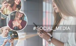Na parte esquerda da imagem há uns ícones redondos com imagem das meninas com smartphones Foto de Stock