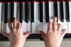 - na pianinie Obrazy Stock