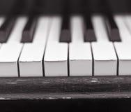 na pianinie, blisko obraz stock