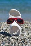 Na plaży śmieszny sandał Obrazy Royalty Free