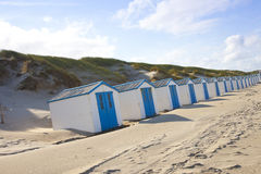 Na plaży holenderscy mali domy Zdjęcie Royalty Free