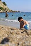 Na plaży młoda chłopiec Obraz Stock