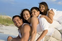 Na plaży rodzinny czas Fotografia Royalty Free