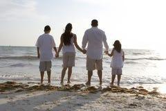 Na plaży rodzinny czas Zdjęcie Stock