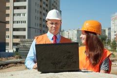 Na plac budowy pracownik urzędnicze pracy Fotografia Royalty Free