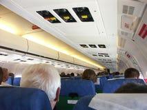 Na placa do avião do passageiro imagens de stock