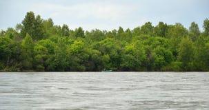 Na połów wycieczce Ludzie w gumowej łodzi z połowu prąciem Obrazy Royalty Free