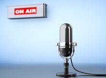 Na powietrze znaku z rocznika mikrofonem Obrazy Royalty Free
