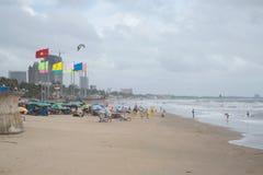 Na praia da cidade central após uma tempestade O recurso o maior em Vung Tau, ladmark do turista Vietname Imagens de Stock