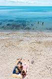 Na praia de Nessebar velho em Bulgária Fotos de Stock