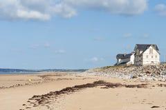 Na praia de Portbail, Normandy, França na maré baixa Imagens de Stock Royalty Free