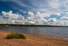 Na praia do lago Imagem de Stock