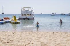 Na praia em Naama Bay Imagens de Stock Royalty Free